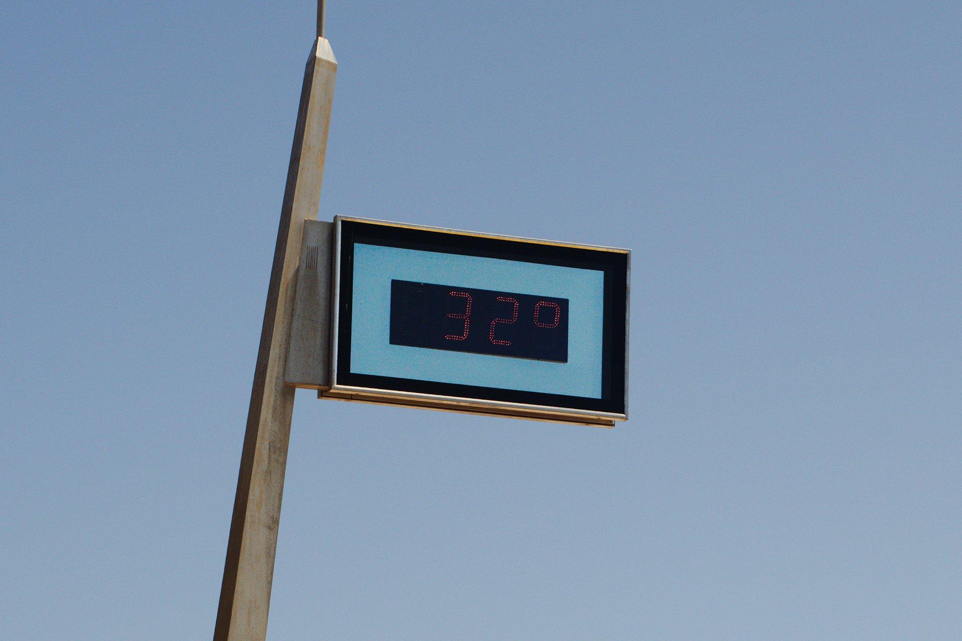 32 Degrees Celcius Sign